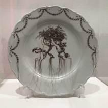 Sekyung Lee: Hair on the Plate (Meissen Angels), 2020