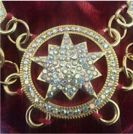 Shriner - Masonic Rhinestone Chain Collar - Gold Silver on Red + Free Case 01