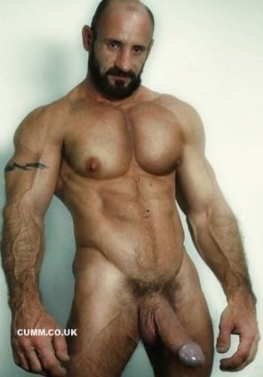big-hung-muscleman-cock-edge-mature-muscle