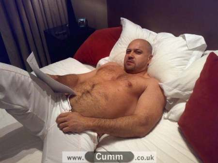 Bed-big-hairy-muscleman-naked-7