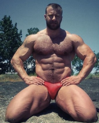 flexing-and-wanking-big-muscle-guy-in-red-thong