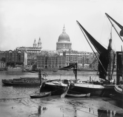 1859:  St Paul's Cathedral as seen from Southwark, across the River Thames.  (Photo by William England/London Stereoscopic Company/Getty Images)