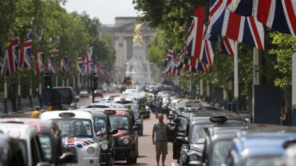 london-cabbies-stage-anti-uber-protest