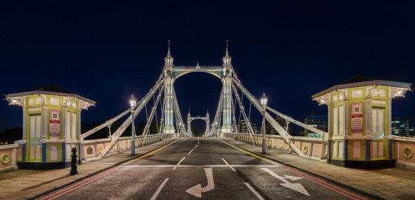Albert_Bridge_at_night,_London,_UK_-_Diliff