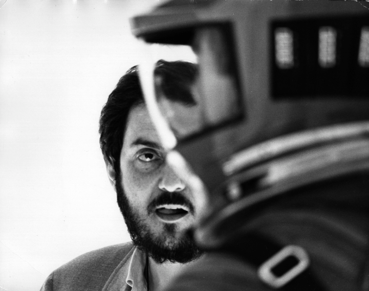 2001: A Space Odyssey, directed by Stanley Kubrick (1965–68; GB/United States). Stanley Kubrick on set during the filming. © Warner Bros. Entertainment Inc.