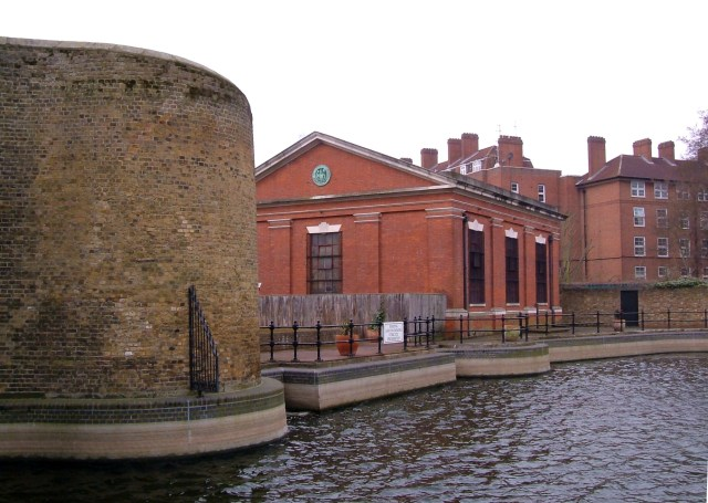 The Hermitage, western entry (closed) to the London Docks with 1914 PLA building