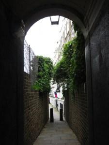 Passageway through to Almeida Street