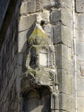 Eglise Notre Dame, Bourges - a sign of pilgrimage?