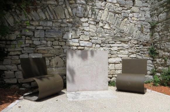 Contemporary seating, Vezenobres