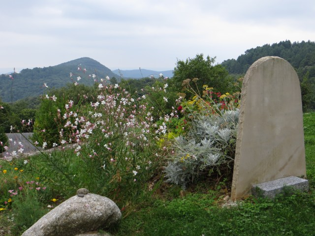 The churchyard, St Croix de Caderle