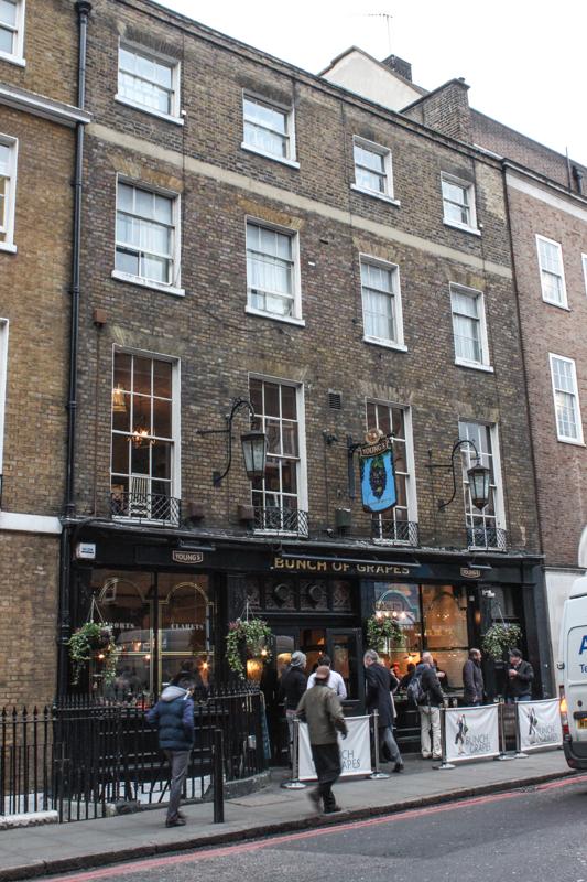 The Grapes, St Thomas Street
