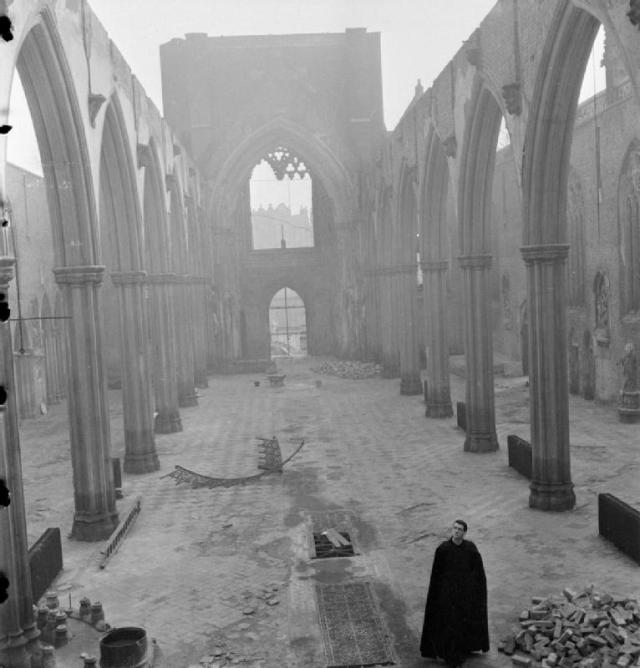 A_Church_Rises_From_the_Ashes-_Bomb_Damage_To_St_George's_Cathedral,_Southwark,_1942_D7216 (Wikipedia)