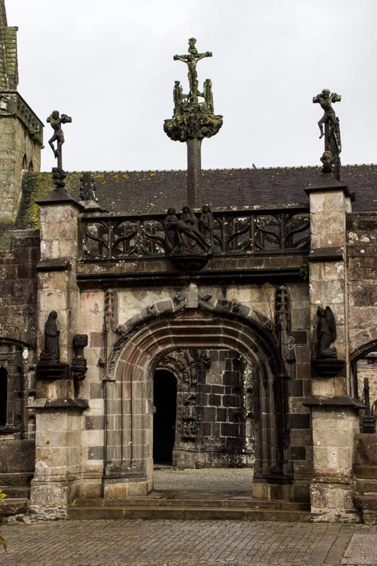 The Archway, La Martyre