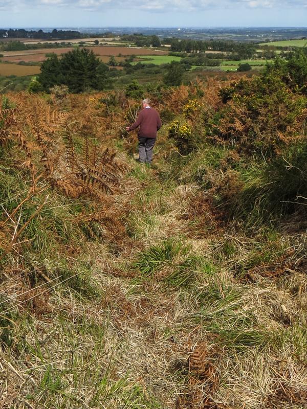 Turning downhill towards Commana