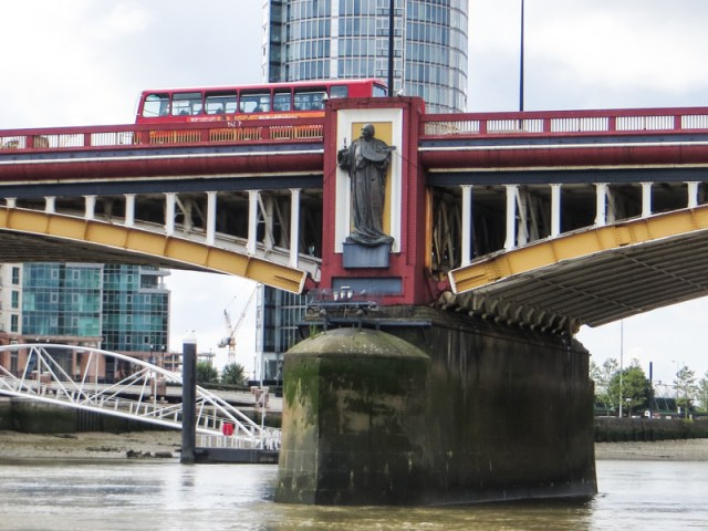 A Drury statue on the downstream side of Vauxhall Bridge