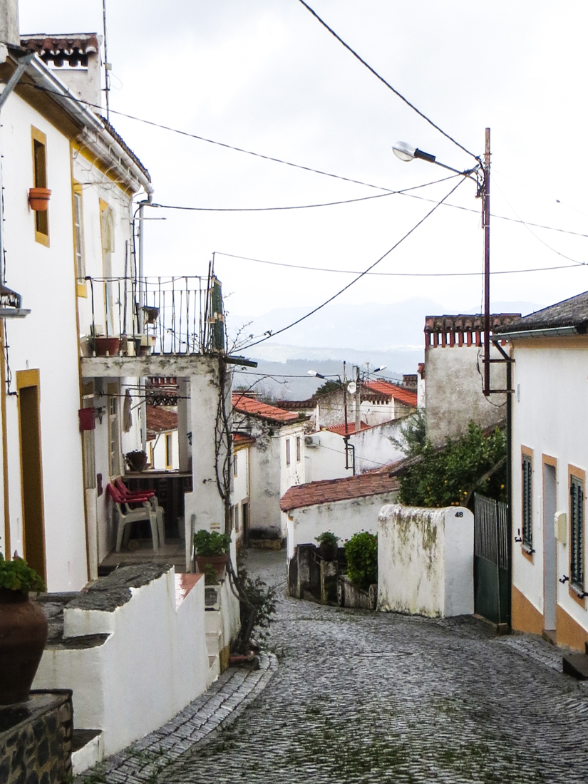 The main street of Chao da Velha