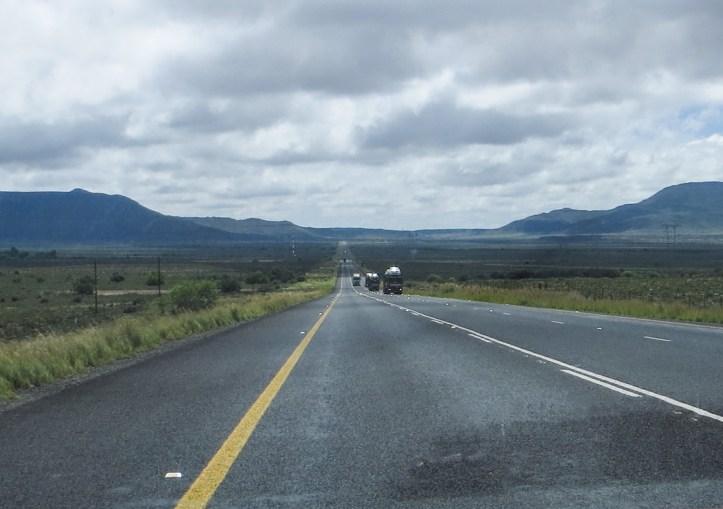 The road between Three Sisters an Murraysburg