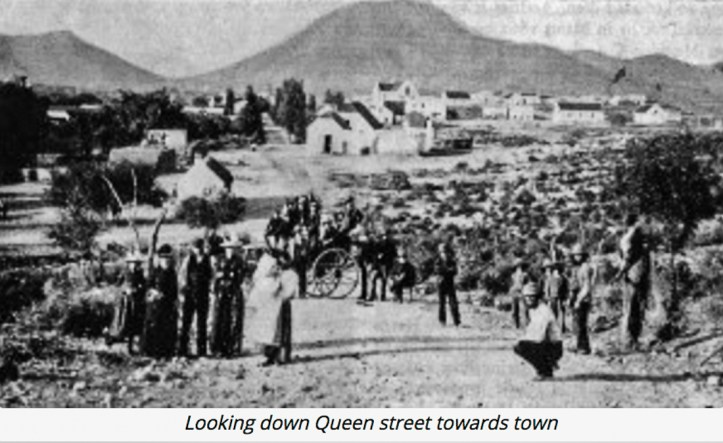 Queen Street in Calitzdorp (http://calitzdorp-everything.co.za/calitzdorp-history/)