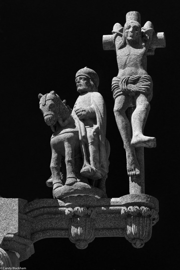 Soldier and robber on the Calvary, Locmelar