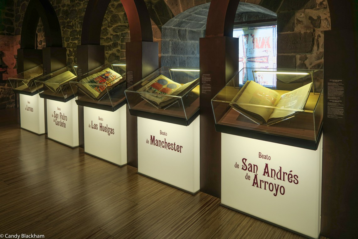 Illustrated copies of the Commentary in the exhibition