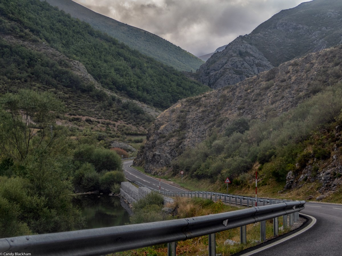The N621 road from Potes to Leon