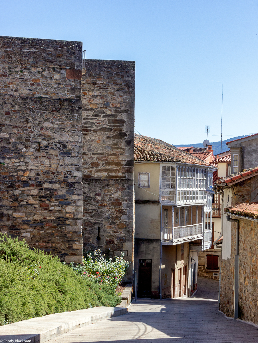 The Rua Santa Domingo and the walls of Monforte de Lemos