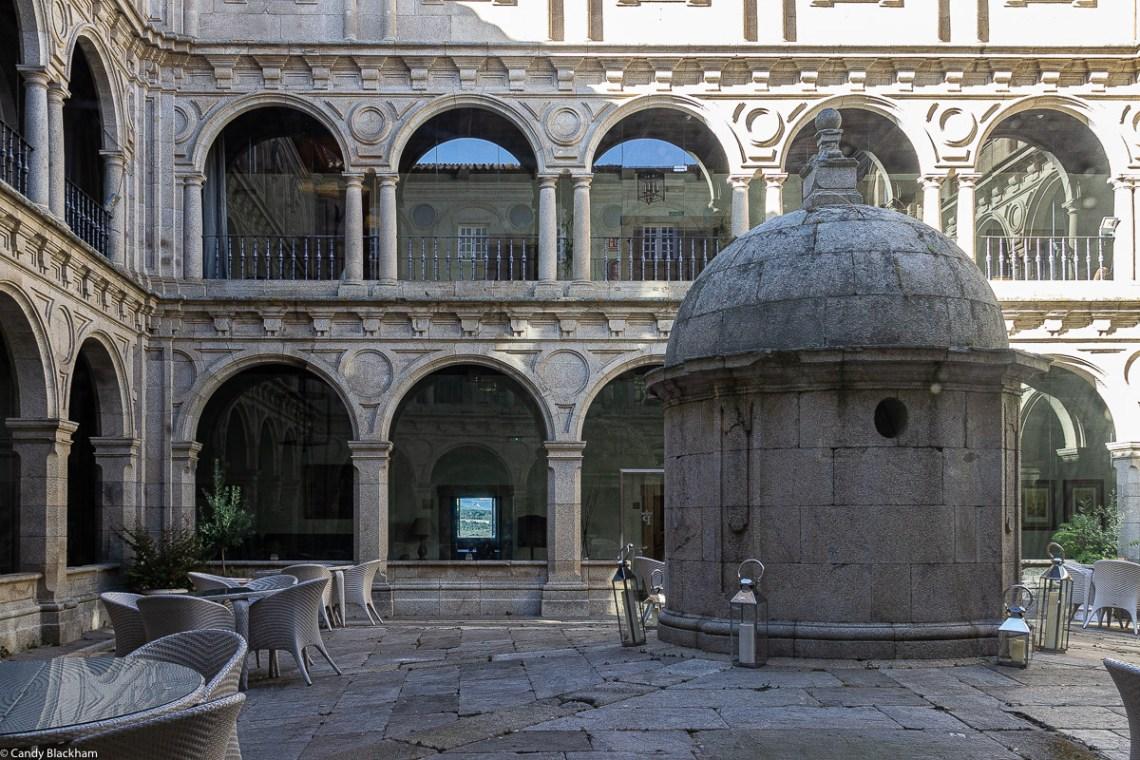 Parador of Monforte de Lemos - the cloister and cistern