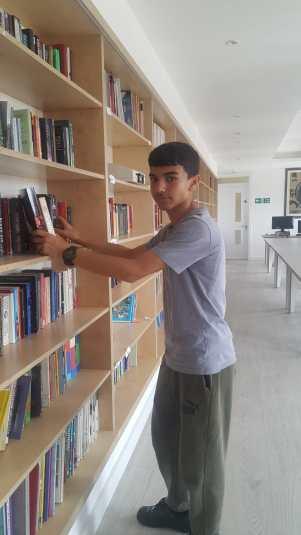 Kitaplara aşık bir genç; Güney Zebil