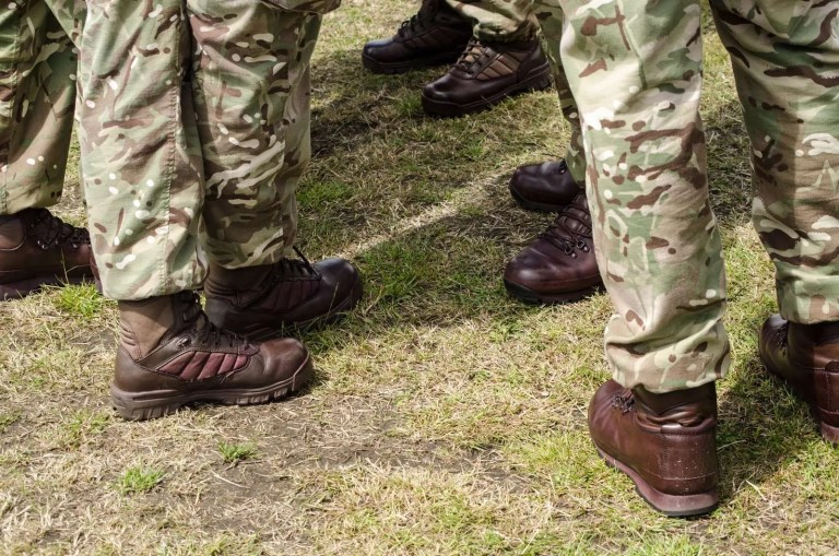 30218328_british-soldiers-boots