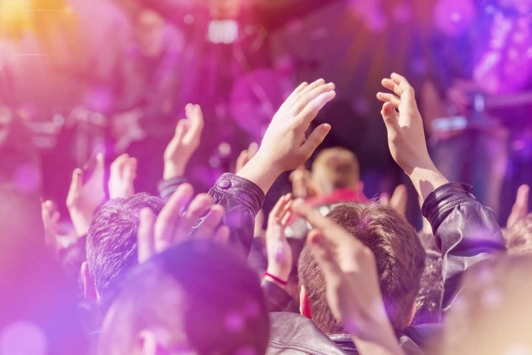 20443470_fans-applauding-to-music-band-live-performing-on-stage