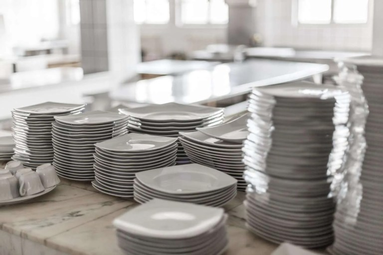 25454224_white-empty-clean-dishes