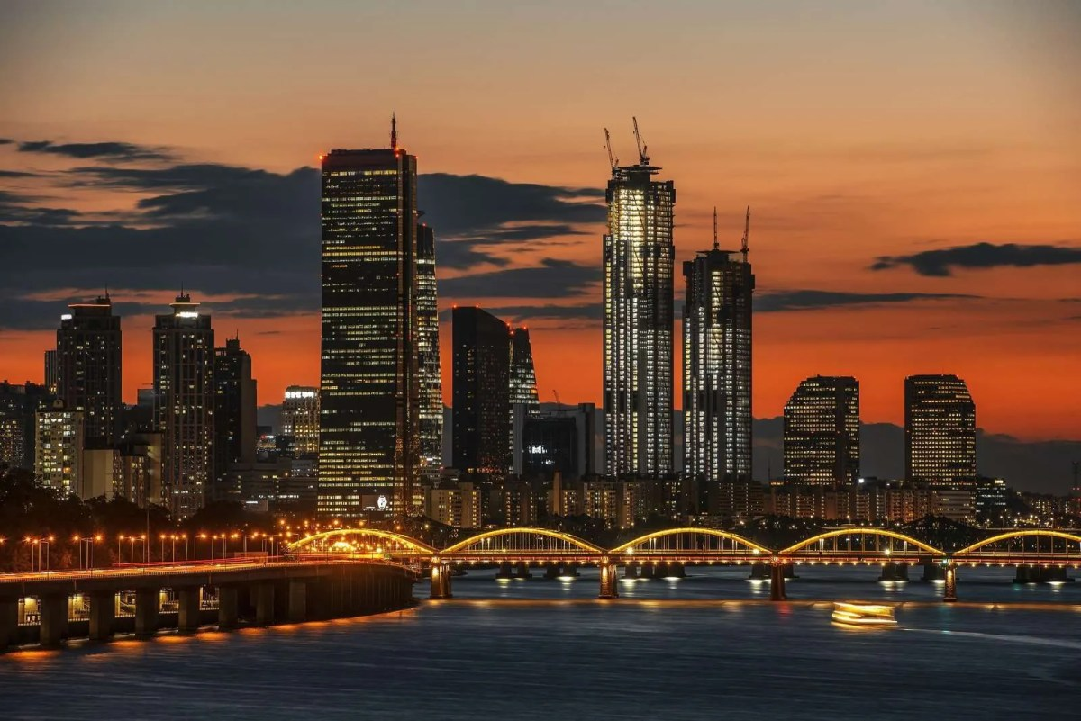 28626024_seoul-skyline-sunset-building-63-in-seoul-and-city-skyline-in-s