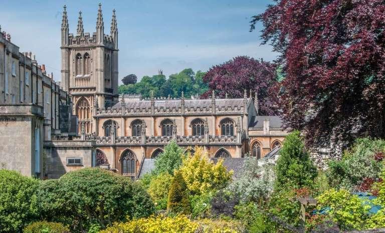 31063976_st-marys-church-in-the-city-of-bath-england