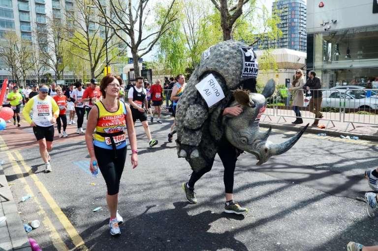 5542888_fun-runners-at-london-marathon-22th-april-2012