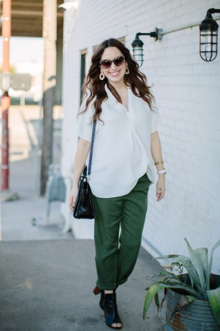 houston_blogger_maternity_outfit_green_pants_white_top-2