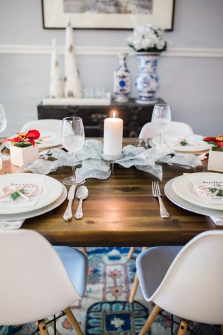 mid_century_dining_room_holiday_decor-6