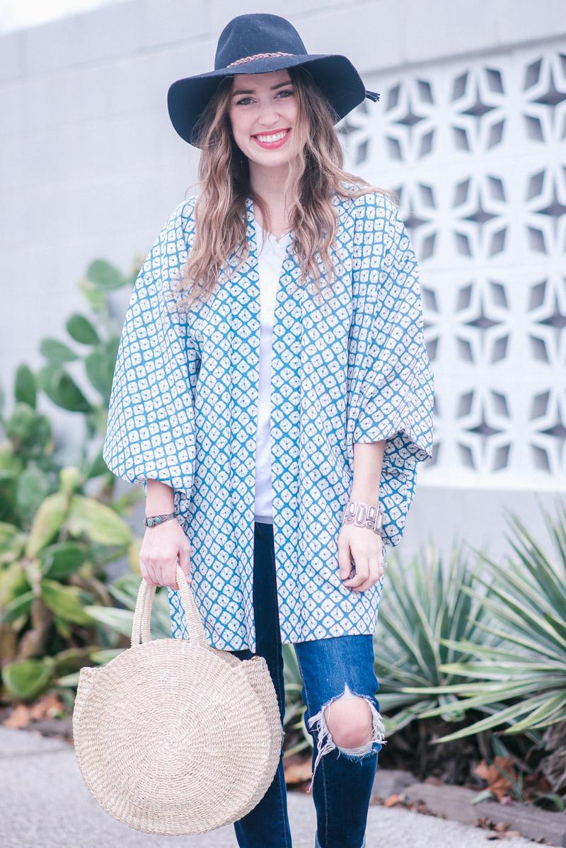 Boho Outfit Ideas: Vintage Kimono & distressed denim
