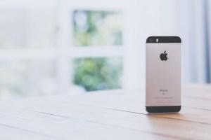iPhone SE専用! 交通系ICカード(ICOCA・PiTaPa・Suica)を背面に収納 可能なおすすめケース紹介!