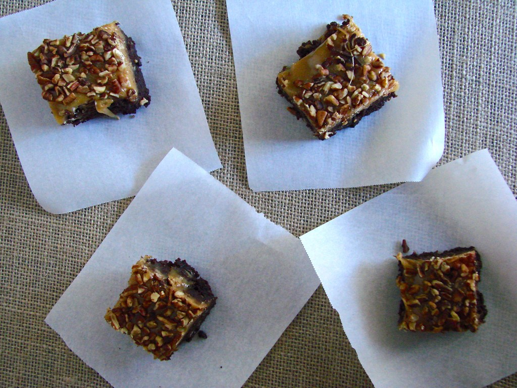 Turtle Brownies | longdistancebaking.com