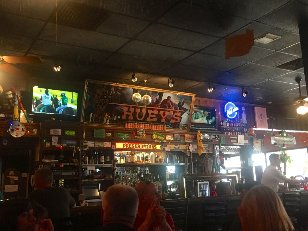 What to do in Memphis - Huey's | longdistancebaking.com
