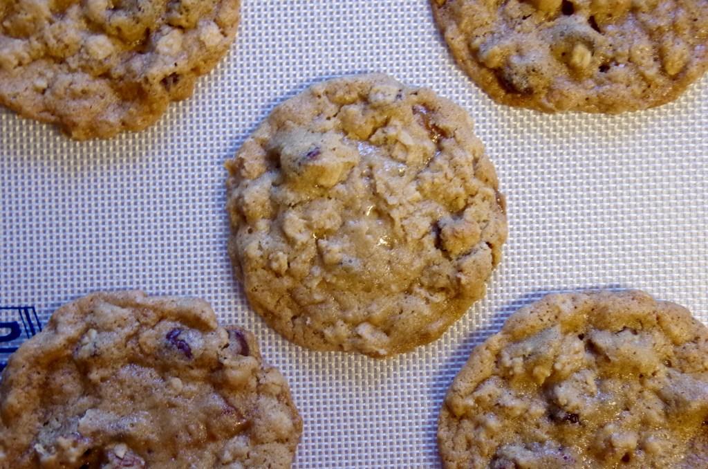 Caramel Pecan Chocolate Chip Cookies | longdistancebaking.com