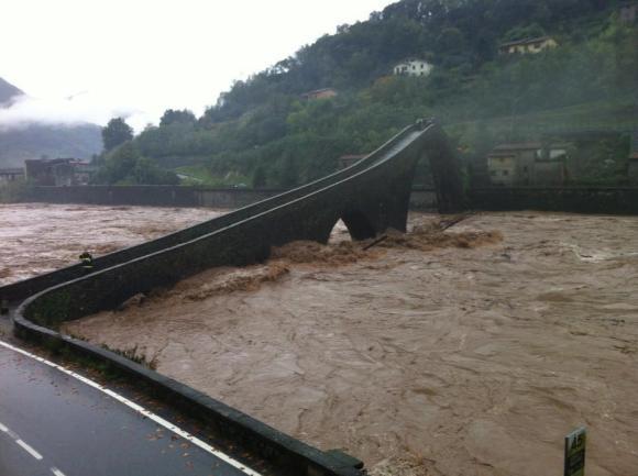 ponte-della-maddalena-col-fiume-in-piena