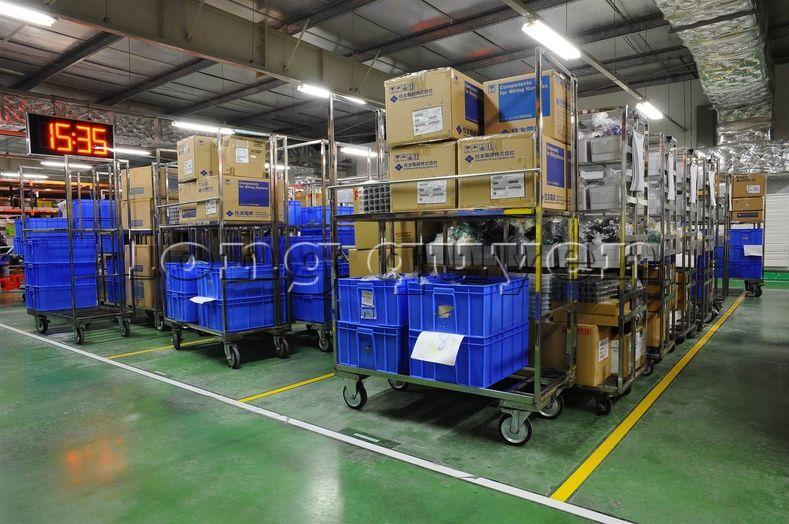 Xe đẩy vật tư đa năng xe đẩy inox trong kho hàng công ty SD Việt Nam (2)