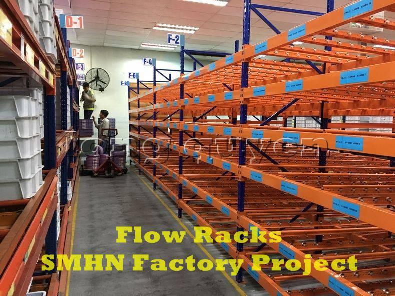 Giá kệ trôi kệ dòng chảy để vật tư trong xưởng lắp ráp nhà máy SMHN (1)