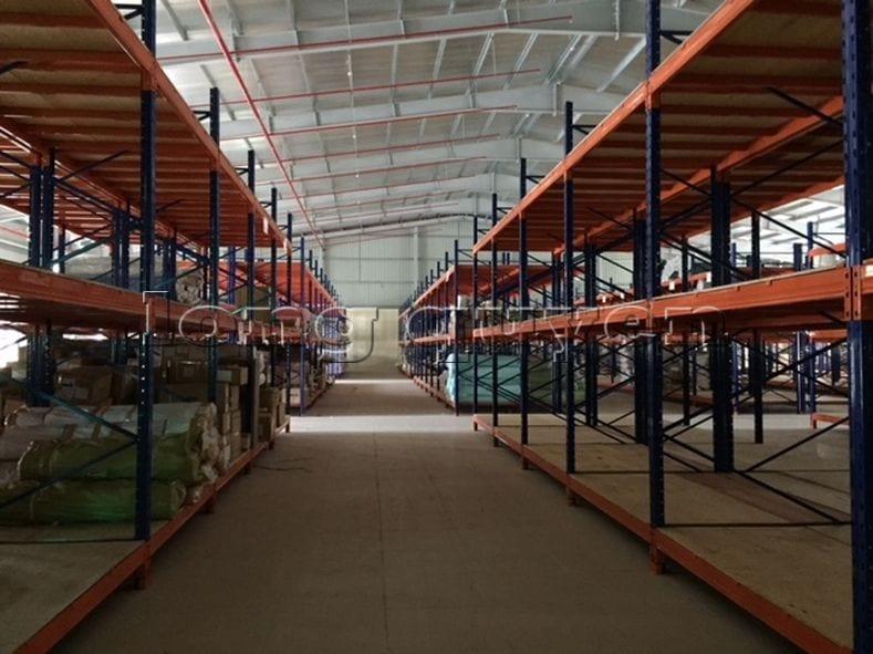 Giá kệ để vải cuộn kho hàng nguyên liệu may công ty Sao Mai (12)