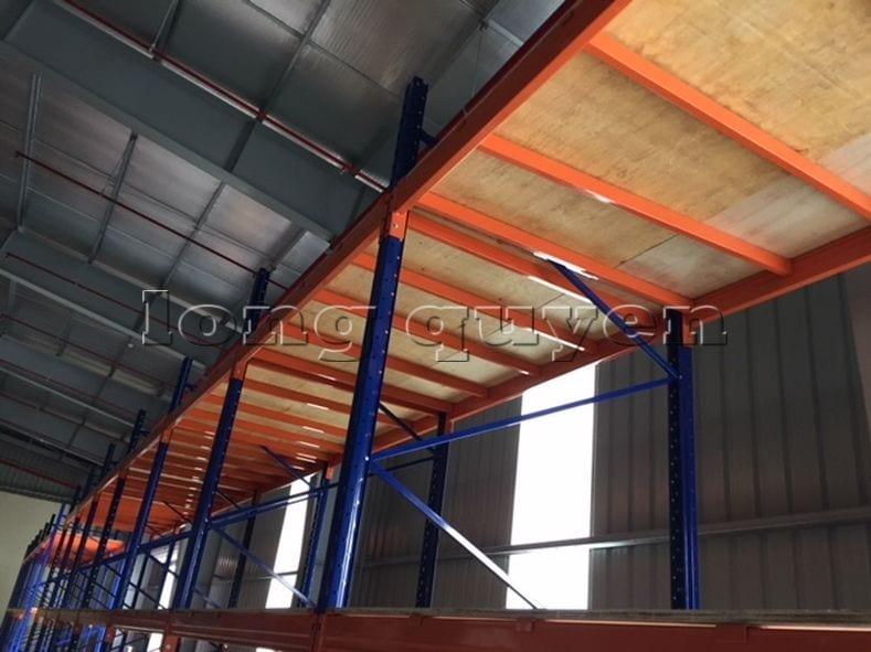 Giá kệ để vải cuộn kho hàng nguyên liệu may công ty Sao Mai (5)