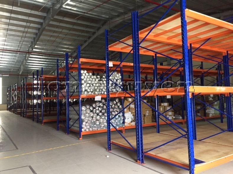 Giá kệ để vải cuộn kho hàng nguyên liệu may công ty Sao Mai (6)