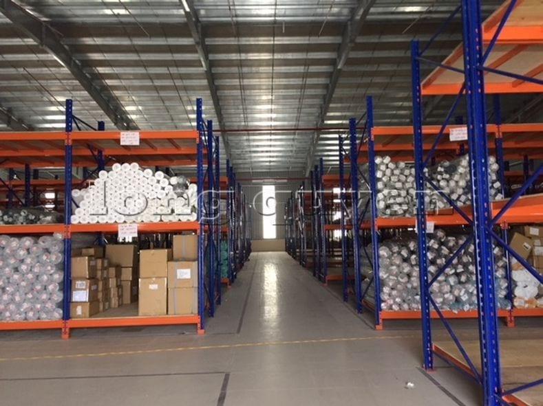 Giá kệ để vải cuộn kho hàng nguyên liệu may công ty Sao Mai (7)