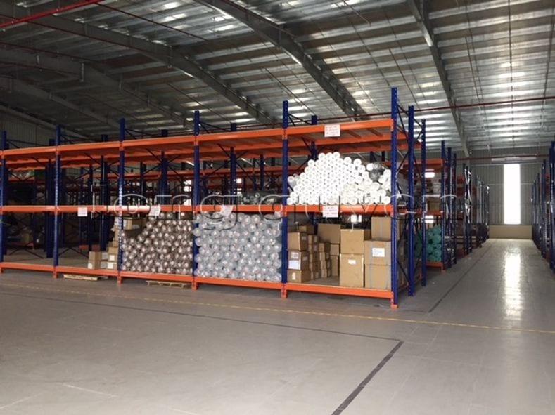 Giá kệ để vải cuộn kho hàng nguyên liệu may công ty Sao Mai (9)