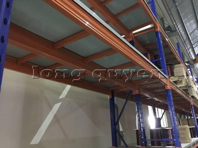 Kệ sắt kệ để hàng kệ kho hàng lắp đặt tại nhà máy thiết bị điện Sanaky (3)